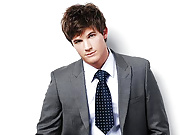 Matt Lanter shows how he is 90210's resident man candy by showing his rippling abs