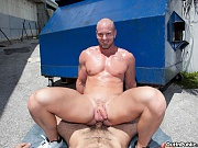 These two muscular hunks love to fuck!