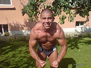Muscular stud exposing his naked body on cam